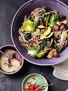 Slimming Superfood Recipe: Soba Noodle Bowl With Kale and Mushrooms | Bright, fresh, healthy. #SELFmagazine