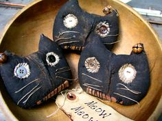 Primitive Folk Art Halloween Black Cat Head Ornaments