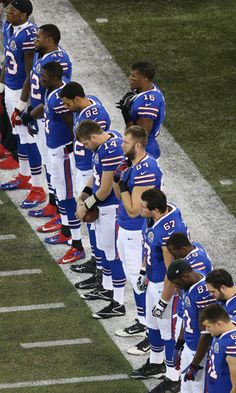 NFL honours victims of Newtown shooting with league-wide tributes