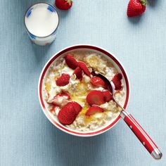 Strawberries and Cream Oatmeal Add 1/4 cup nonfat Greek yogurt, 1 tablespoon honey, and 1/4 cup sliced strawberries to oatmeal and stir well. Garnish with strawberry halves.