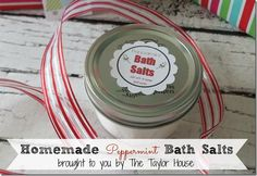 DIY Gift: Peppermint Bath Salts {25 Days to an Organized Christmas}