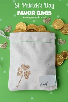 St. Patrick's Day Favor Bags www.gigglesgalore.net