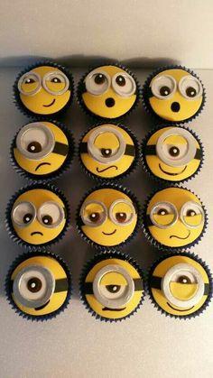 Awwwww cute!!! Minion cupcake.