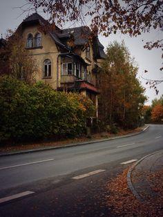 theperksofbeingamonarch:  Abandoned house - Löbau, Germany