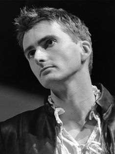 A young David Tennant plays Romeo on stage...swoon...