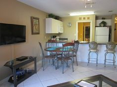 Living/dining area has a 43 inch flat screen TV and there is seating for 6 for dining.