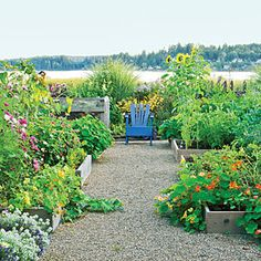 41 gorgeous garden paths | Paths connect raised beds | Sunset.com