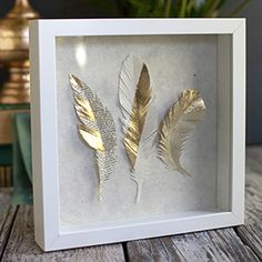 Make these gorgeous paper feathers from gold paper and with gold foil. They are perfect for topping gifts or to frame as a work of art. diy feather crafts, feathers diy, paper feathers, diy gold foil, gold paper, feather art diy, diy shadowbox, diy feather decor, diy paper