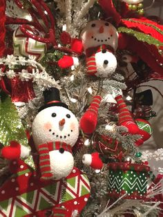 Customers who shop RAZ are always anxiously awaiting the next season collections chocked full with stunning home decorations that the RAZ designers have come up with. Here's a sneak peek of the 2014 RAZ Snow Biz Collection. #trendytree #raz