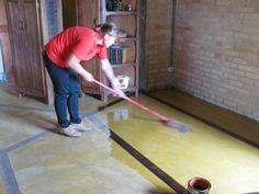 Tratamento para piso de cimento queimado, dando brilho.