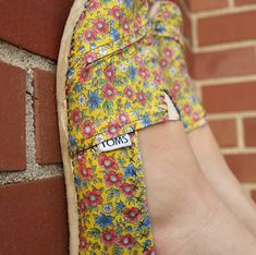 The BEST TOMS re-cover tutorial I've found.  This girl really made the shoes look like original shoe w/the stitching and following the pattern of the fabric folds that all TOMS have.