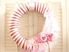 A Valentine Yarn Wreath www.decorchick.com