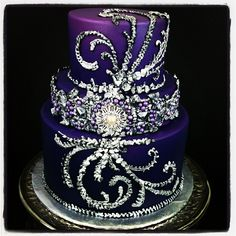 Stunning wedding cake.  Too beautiful to eat!!!    Photo by lizzomarek