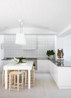 Justine Hugh Jones Design Kitchen//
