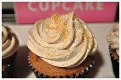 Fall Spice Cupcakes with Cinnamon Buttercream Frosting via ChantelandBella.com #fall #cupcakes #spice #cinnamon #frosting