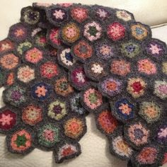 Crochet hexagons scarf in Habu fine merino