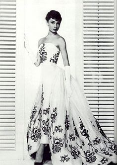 "Audrey Hepburn's black and white wedding dress in ""Sabrina""!"