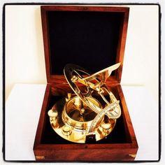 Mosiężny żeglarski zegar słoneczny, Zegar Dollonda, kompas żeglarski z inklinacyjnym zegarem słonecznym z mosiądzu - wskazuje właściwy kierunek w każdym miejscu na ziemi, pomaga zawsze wybrać właściwą drogę i bezpiecznie wrócić do domu, morski symbol wytyczania właściwego kursu, omijania także życiowych raf, mielizn, ponadczasowy żeglarski prezent, marynistyczna dekoracja, morski dodatek, prezent dla Żeglarza   http://sklep.marynistyka.org  http://sklep.marynistyka.pl  http://marynistyka.eu