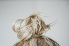 color, topknot, blond, hairstyl, top knot