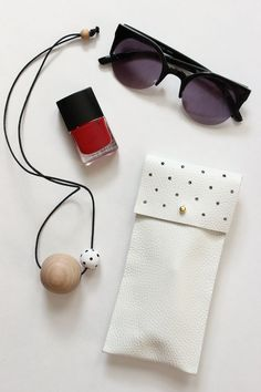 DIY: no-sew leather glasses pouch