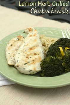 Lemon Herb Grilled Chicken Breasts - moist and juicy with a ton of flavor!   cupcakesandkalechips.com   #grill #glutenfree #grilling