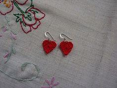 sweetheart earrings - crochet free pattern