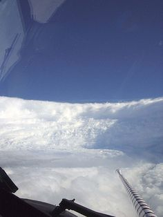 Hurricane Katrina Eye viewed from Hurricane Hunter by 敏