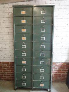 Oude industriele meubels