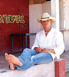 kenny chesney photo: Kenny Chesney WshirtBhatjeans.jpg