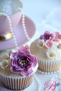Wedding cupcakes from Bella Cupcakes - http://www.bellacupcakes.co.nz  So real!