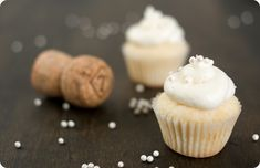 yum Champagne Cupcakes with Champagne Frosting