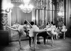 Alfred Eisenstaedt - Ballerinas at the Paris Opera, 1963.