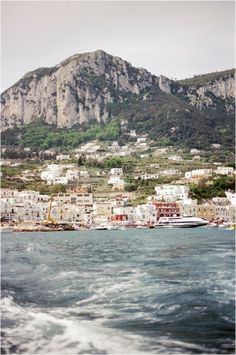 Travel Thursdays: Capri // see more on lemagnifiqueblog.com