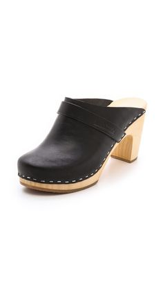 Seriously eyeing some black clogs