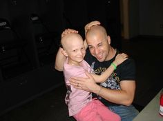 Chris Daughtry with cancer patients. Bald is beautiful for all ages!