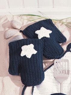 Star Oven Mitts | Yarn | Free Knitting Patterns | Crochet Patterns | Yarnspirations