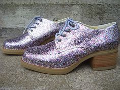 flake-free glitter shoes DIY. The secret? Mix the glitter with Mod Podge.
