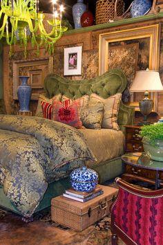 wow! #bedroom #interiordesign #interior #decor #furniture #bed #bedlinens #linens #bedding #pillows #comforter