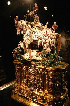 Renaissance Saint George's statue in the Treasury (Schatzkammer) of the Munich Residence.(gold, enamel, silver-gilt, diamonds, rubies, emeralds, opals, agate, chalcedony, rock crystal and other precious stones, pearls;