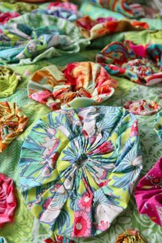sew, craft, yo yos, pattern, fabric flowers, yoyo quilt, amy butler, ami butler, flower quilts