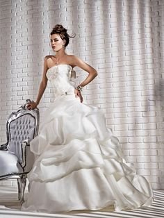 Belissimo il modello #Doralice della collezione 2013! Abito da #sposa @Grittispose Abiti da Sposa