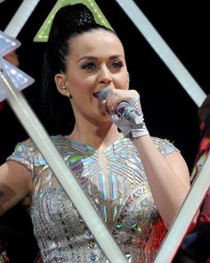 Katy Perry knows how to rock the double PRISM stud earrings from the #KatyPerryPRISMCollection prism collect, kati perry3, perri prism, kati perri, stud earrings, perri obsess, fav celeb, perri board