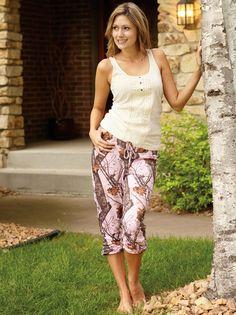Women's Pink Mossy Oak Camo Casual Capri Pants