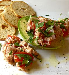 Quick, easy and delicious lunch - Tuna, Tomato and Avocado Salad
