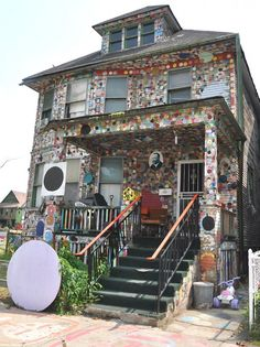 Detroit's Heidelberg Project also host to some cool geocaches. See GC2GA9Y! For more photos, see https://www.facebook.com/HeidelbergProject/photos
