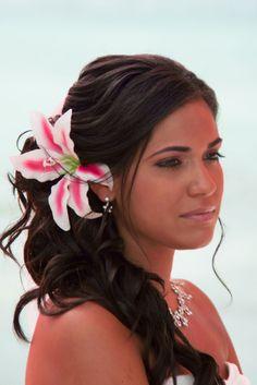 white flowers, hair flowers, beach wedding hair, bridesmaid hair, wedding ideas, wedding hairs, beach weddings, hairstyl, destination weddings