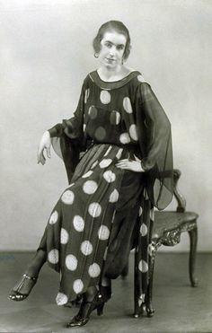 Chiffon dress by Max Becker, 1922. Photo: Ernst Sandau