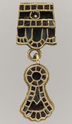 Collar Pendant, late 5th–early 6th century, gold & garnet, Italy