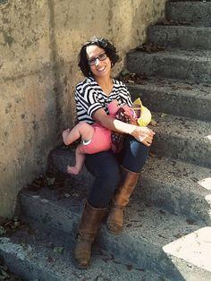 Love this stylish #breastfeeding mama (and her boots....*covet*)