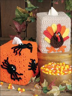 Tissue covers (crochet) , found on : http://www.free-crochet.com/detail.html?code=FC00986_id=472